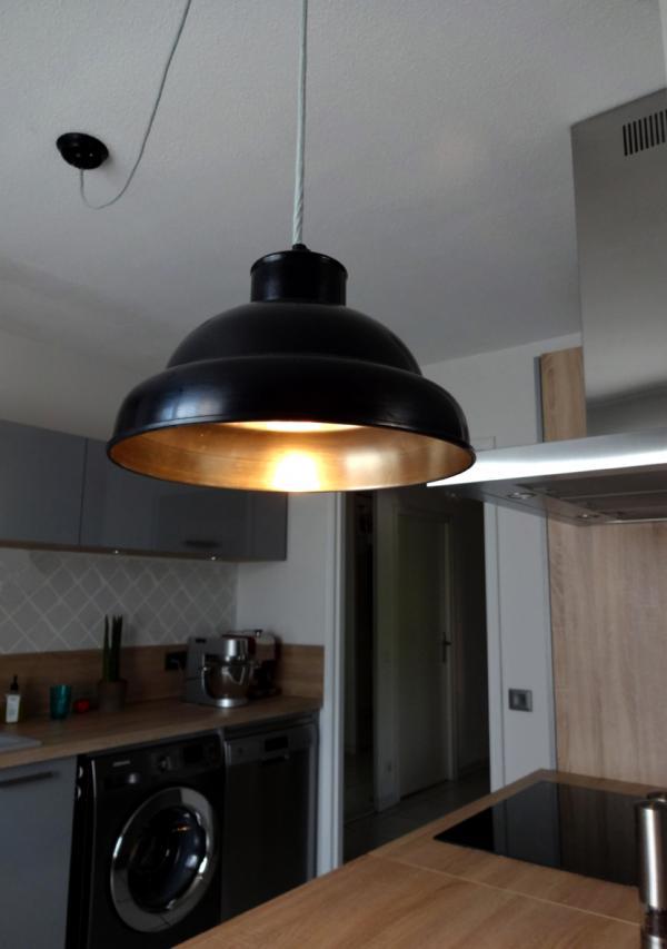 Schwarz-metallene 31 cm große Werkstatt-Hängeleuchte