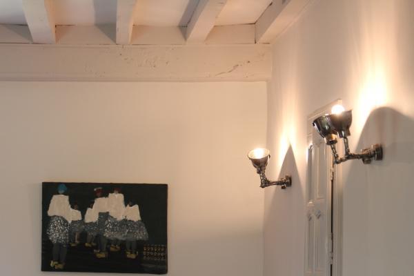 Sch�ne Doppelwandleuchten, die das Zimmer sehr gut beleuchten, und praktisch sind, weil wir das Licht so lenken k�nnen wie wir wollen!
