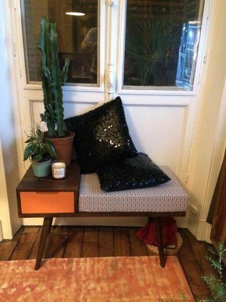 PIB-Konsole im skandinavischen Stil für eine kleine Entspannungsecke im Wohnzimmer.