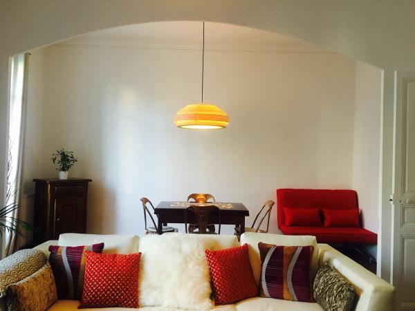 Und hier ist die Große Deckenleuchte Bamboo, die direkt über meinem Esstisch hängt. Ich liebe es einfach !