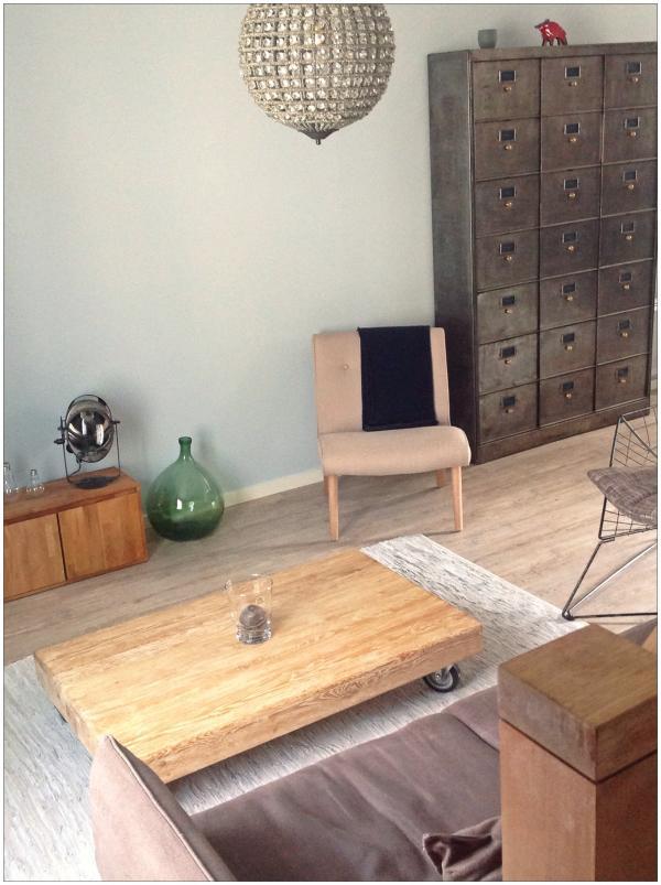 Sessel Northern vintage, der das Metall erwärmt und das trendige skandinavische Design mit sich bringt