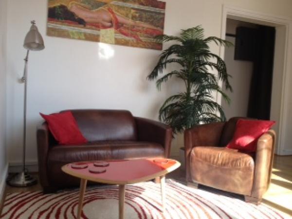 Sofa und Sessel Red Baron für ein freundliches und komfortables Wohnzimmer