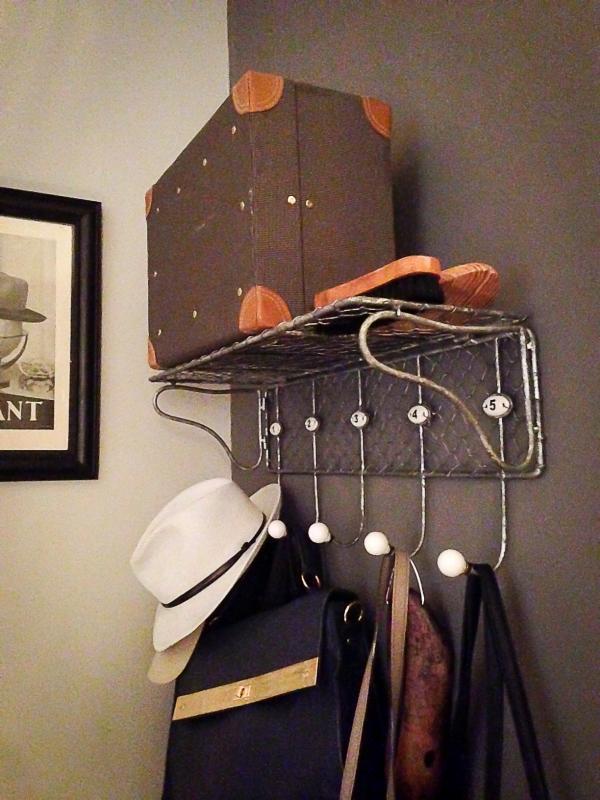 Ein Vintage-Kleiderst�nder, Vintage-Accessoires... Ganz genau was wir f�r unseren Eingangsbereich brauchten!