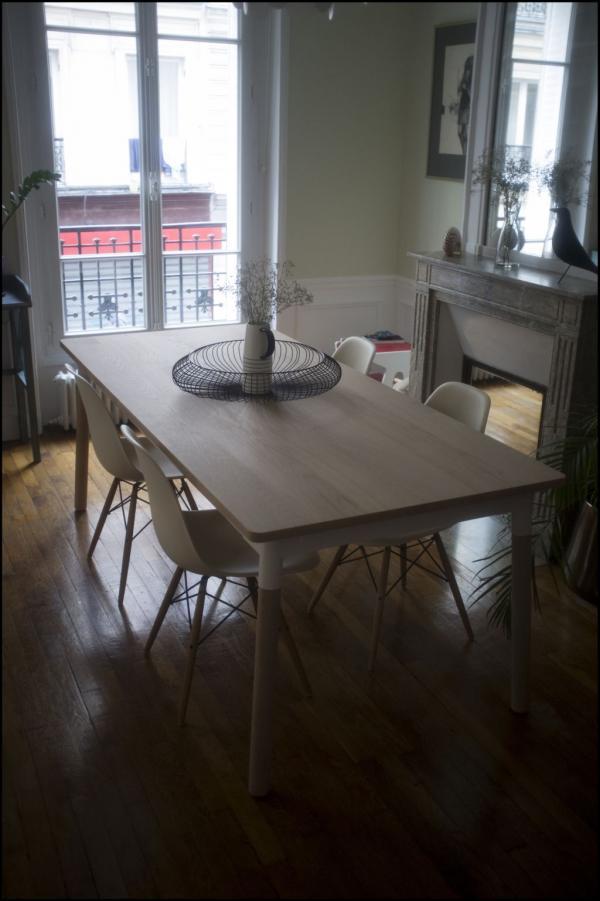 Ich freue mich über meinen Tisch aus Natur-Eiche. Er hat einen echten Vintage-Charme, ich liebe ihn!