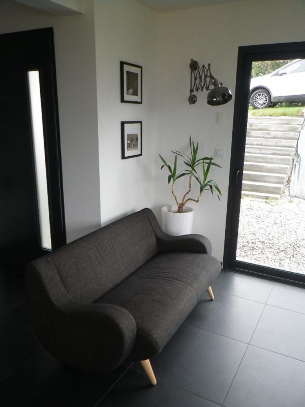 Sofa Gen�ve und Wandscherenleuchte