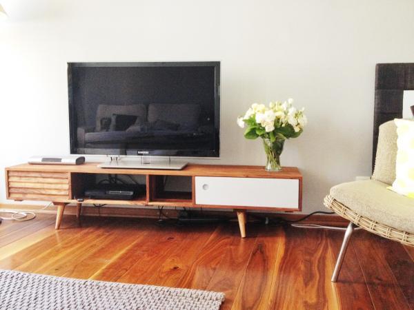 TV-Möbel Stockholm ist wunderschön. Perfekt für unser Wohnzimmer!