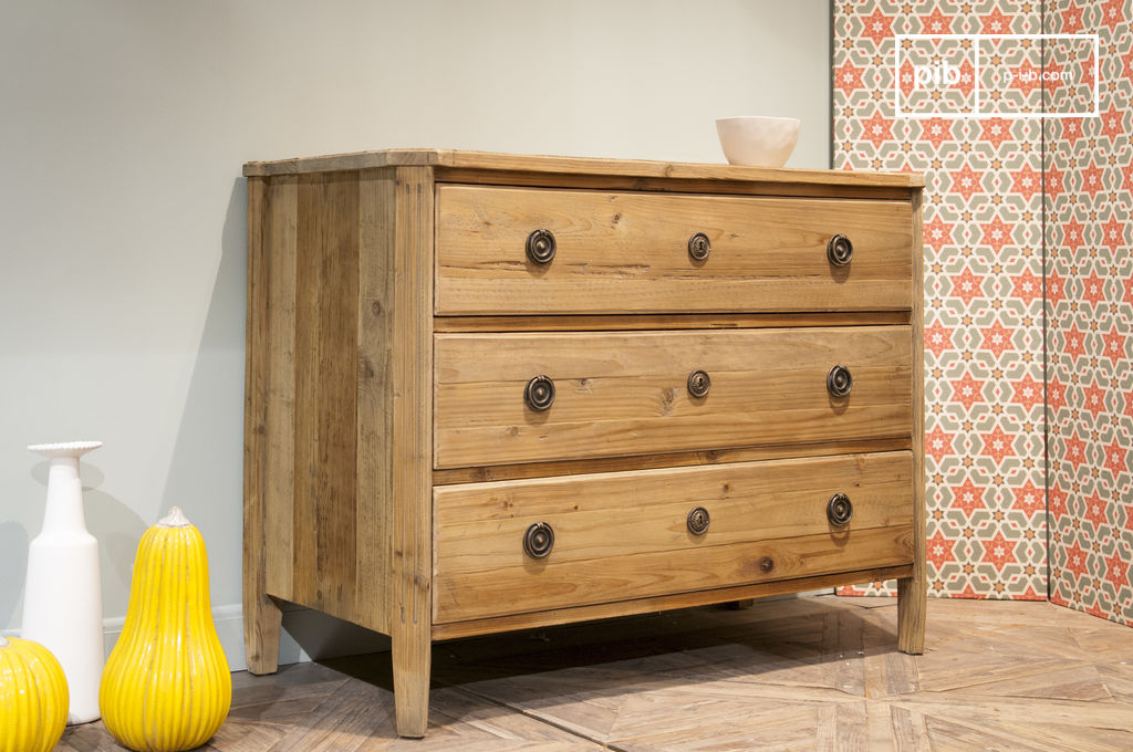 kommode sonia aus holz gro e schubladen altes holz und pib. Black Bedroom Furniture Sets. Home Design Ideas