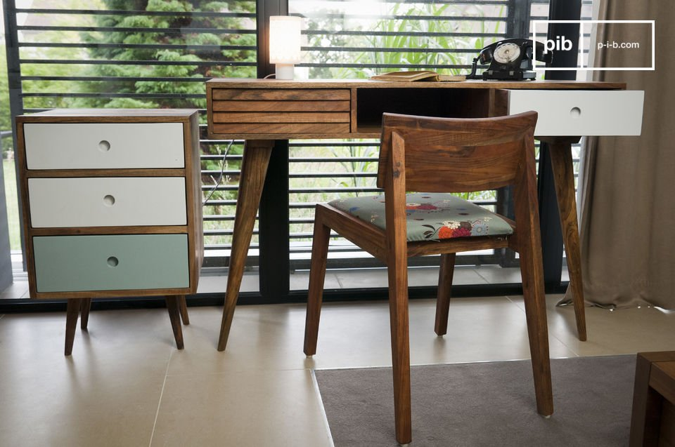 Das Möbel besteht aus massivem Akazienholz, das sich durch eine hohe Widerstandsfähigkeit auszeichnet und daher eine langlebige Anschaffung garantiert