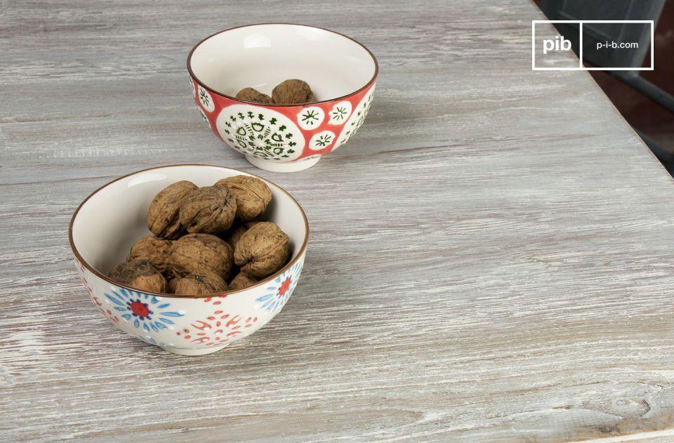 Ein schönes Set aus 4 handbemalten Keramik-Schalen