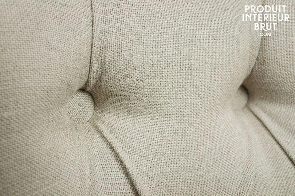 Sitzfläche und Rückenlehne sind mit Schaumstoff gefüllt und gewährleisten einen guten Komfort