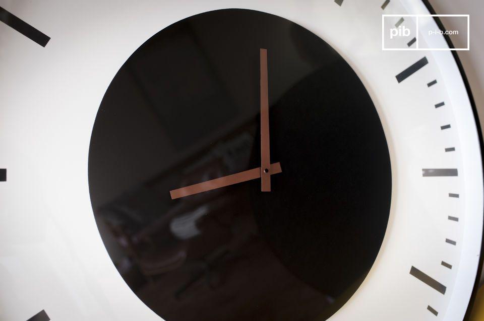 Schlichtes grafisches Design, für ein dekoratives und zugleich auch praktisches Wandzubehör