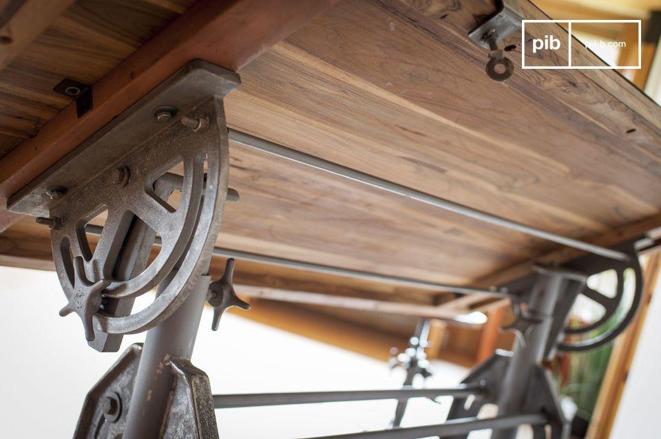Dieses Massivholz stammt aus alten Holzkonstruktionen oder alten Booten