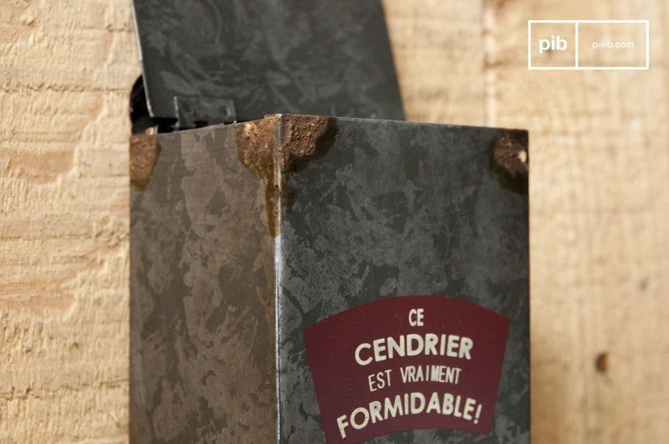 Dieser Aschenbecher ganz aus Metall ist ideal für Ihre   Außen-Deko   und verleiht ihr einen