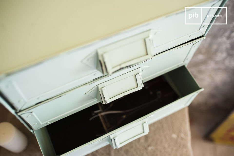Das Schubladenmöbel Delray ist ein kleines Aufbewahrungsmöbel