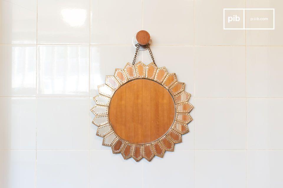 Ein schöner, maurisch inspirierter, sonnengeformter Spiegel.