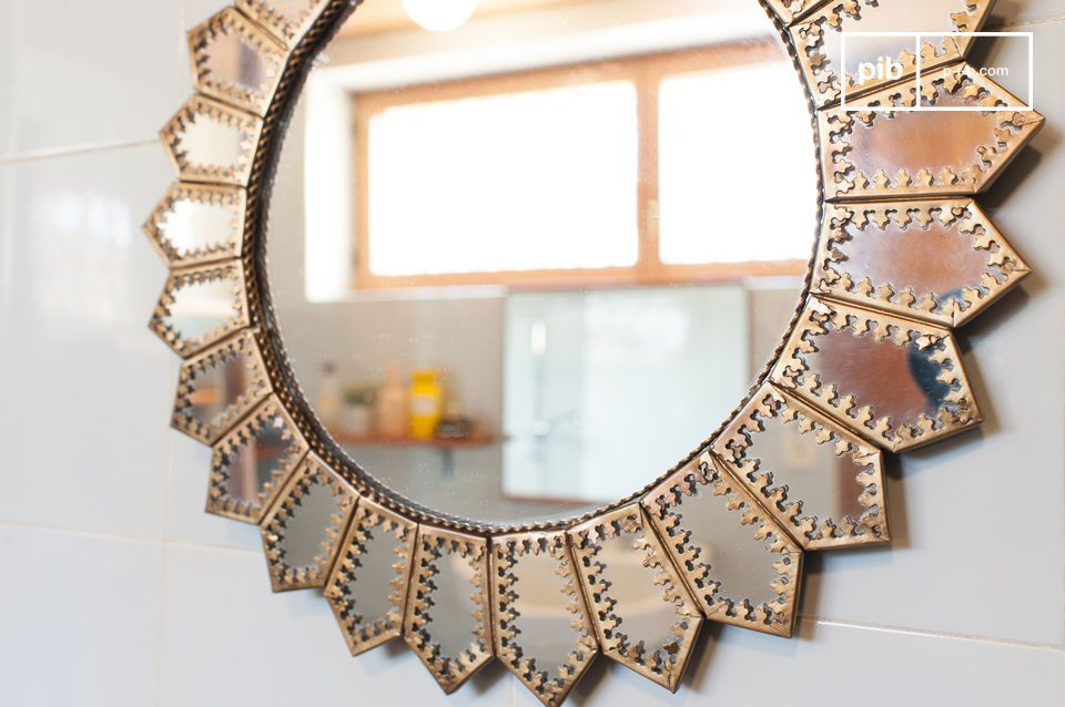 Mit diesen bogenförmigen Kanten aus vergoldetem Messing wird dieses wunderschöne Objekt vielen