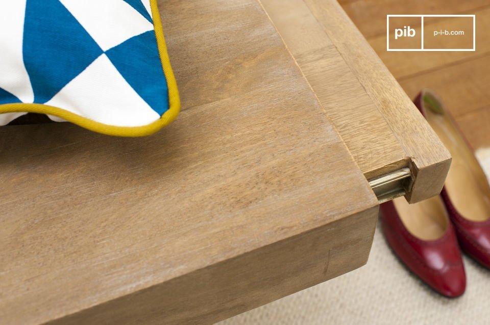 Durch sein schlichtes Design lässt sich der Couchtisch Zürich ganz leicht in die verschiedensten
