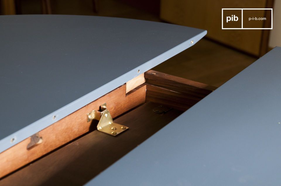 Der Tisch verfügt über eine äußerst besondere Verarbeitung