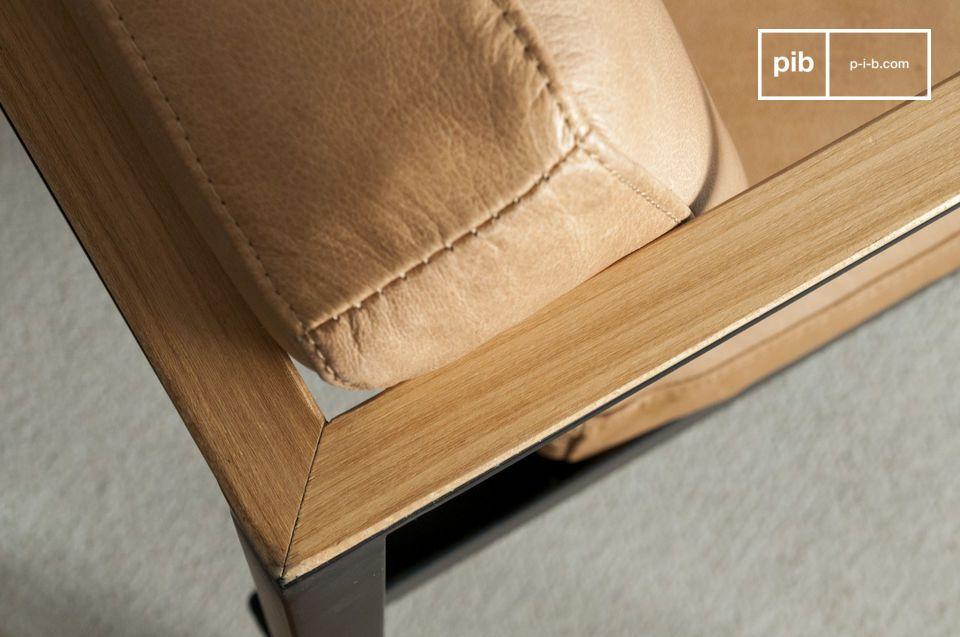 Dank des Metalls und der dünnen Armlehnen ist dieser Stuhl dennoch äußerst bequem