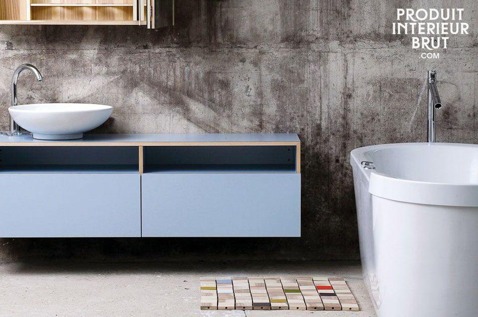 Dieser dekorative Badvorleger besteht aus 49 Holzteilen und besticht durch seinen natürlichen