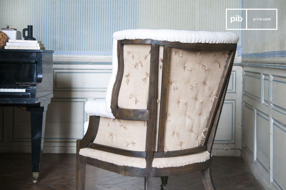 Der Sessel Cambridge hat die klassischen Formen des shabby chic Stils mit dem Zusatz einer