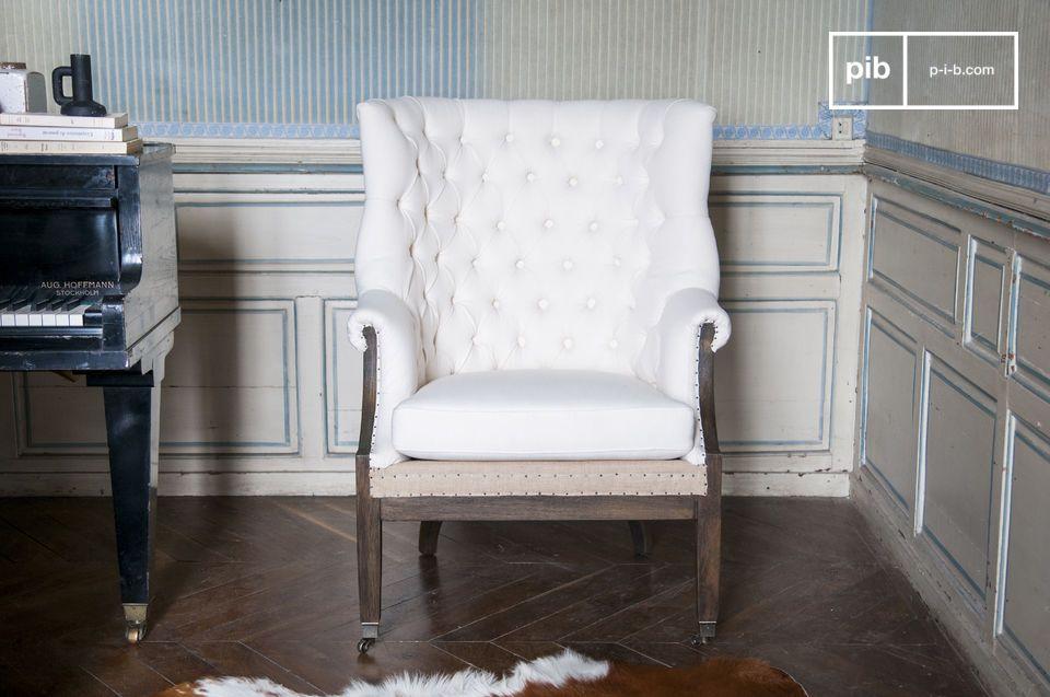 Sein Design und die Rollen an den Füßen ermöglichen es den Sessel überall hinzustellen