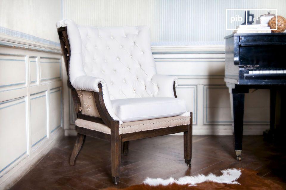 Mit seinem originellem und retro Design findet dieser Sessel ohne Schwierigkeiten Platz in einer