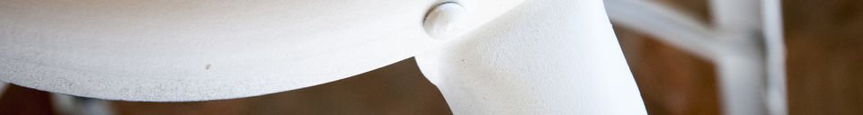 Materialbeschreibung Barstuhl mit Nieten Weiß