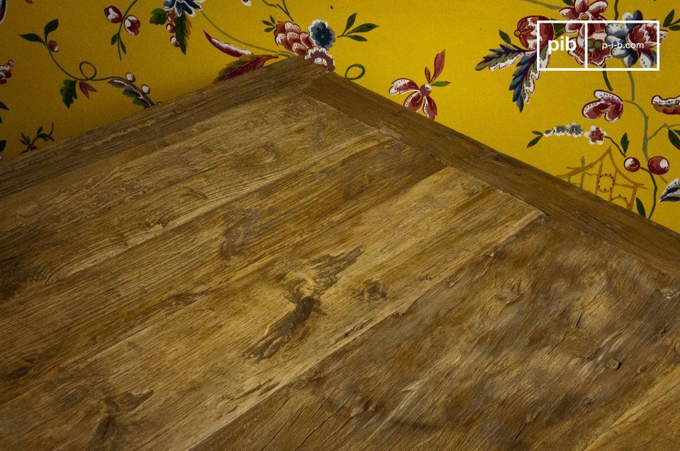 Kubischer Tisch aus altem Ulmenholz
