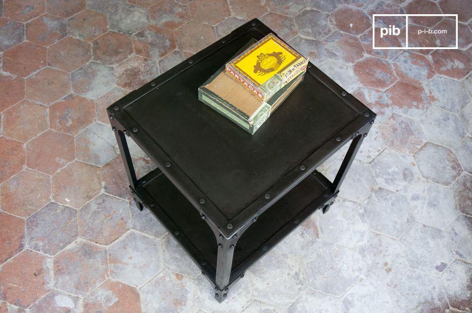 Kubischer Metalltisch mit schwarzem Patina-Finish
