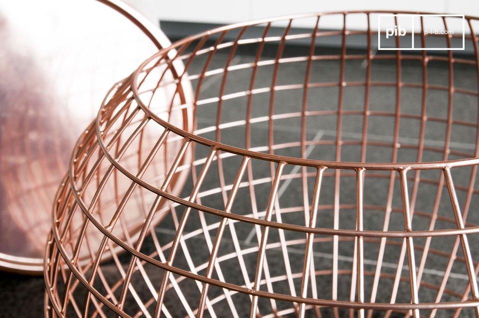 Der Beistelltisch Sfäris ist ein außergewöhnliches kleines Möbel