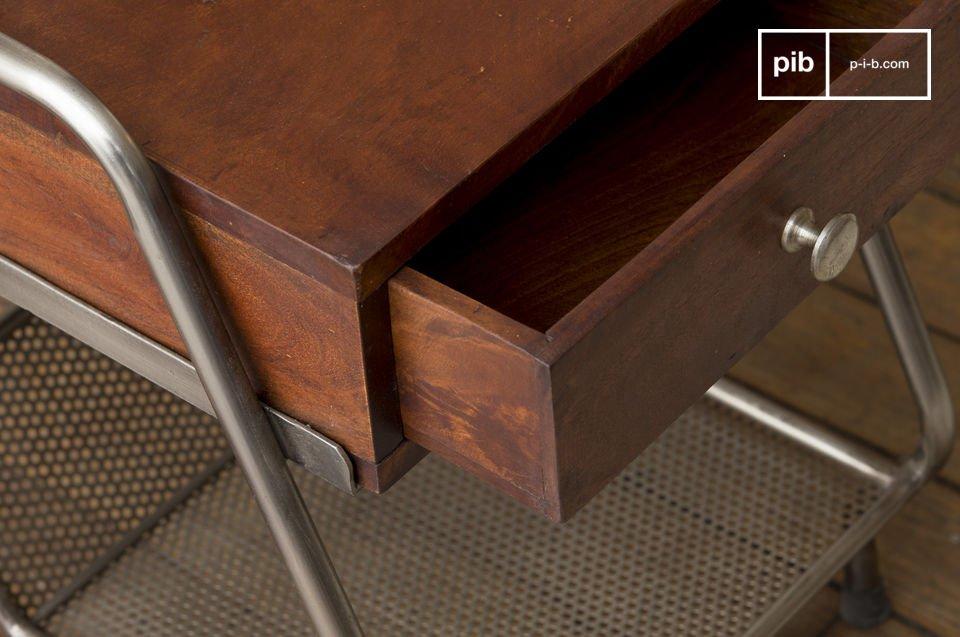 Ideal als Couchende oder Nachttisch. Schöner Vintage Look.