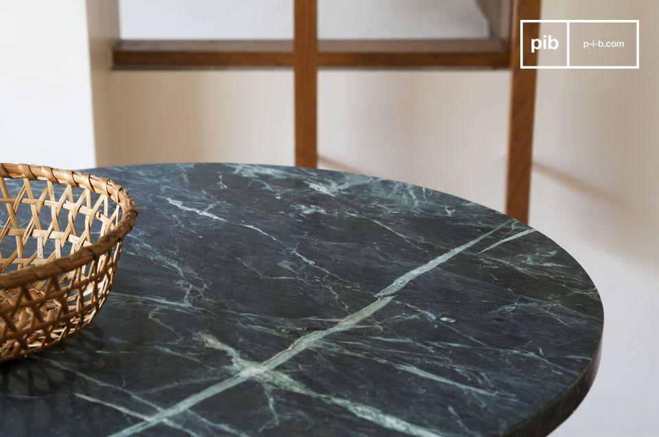 Mit seiner bemerkenswerten Ästhetik besticht dieser Tisch in Form eines Sockeltisches mit