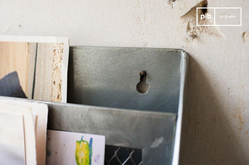 Diese Briefbox besteht ganz aus Metall und besitzt eine gealterte Fertigstellung