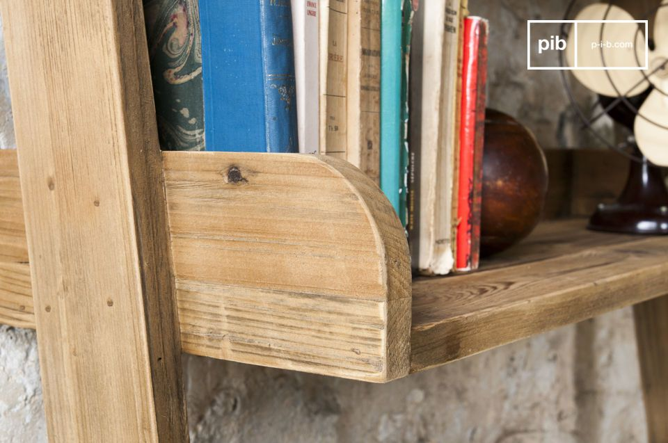 Seine Größe spielt eine große Rolle in Punkto Stauraum des Bücherregals