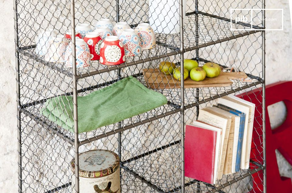 Das Bücherregal Ontario ist ein Metallmöbel voller Charme