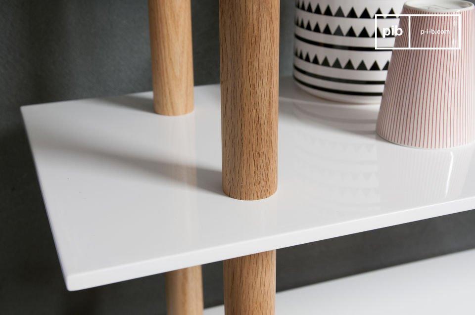 Das Bücherregal Tennö ist ein tolles Beispiel des attraktiven skandinavischen Möbeldesigns