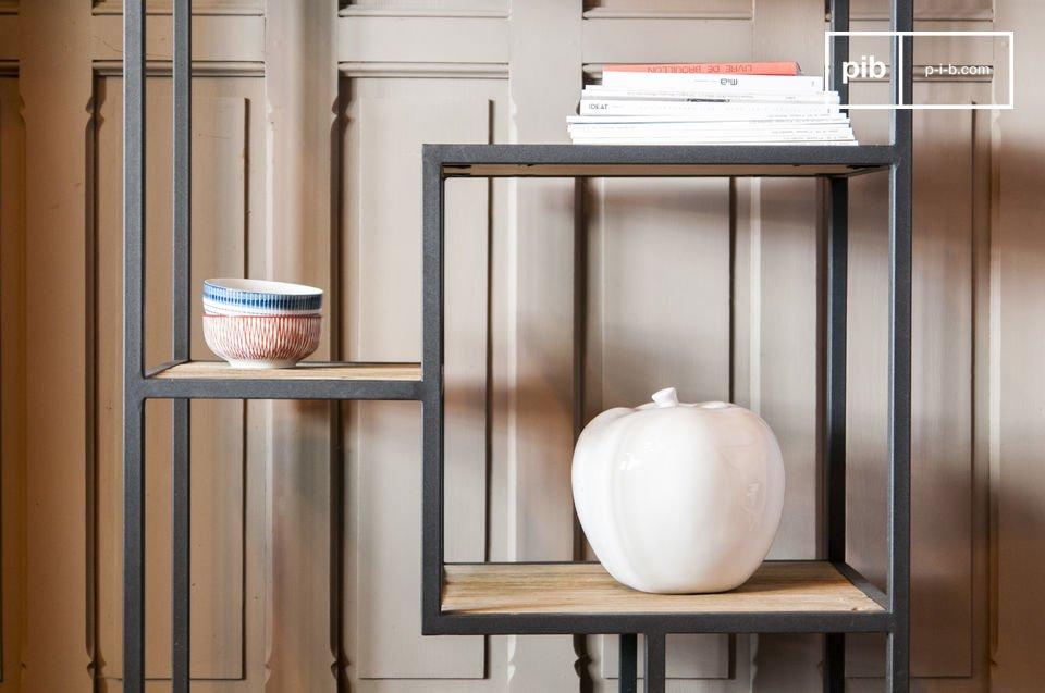Elegante Regale aus Holz und Metall