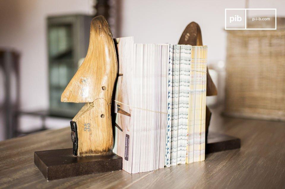 Buchstützen aus Fußmodellen