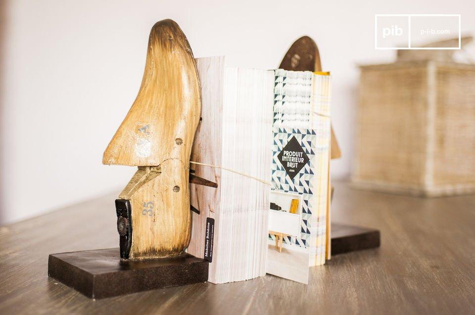 Diese Buchstützen aus alten Fußmodellen werden Ihrem Regal einen Hauch retro Stil geben und für