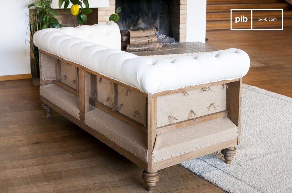 Dieses Sofa Montaigu hat eine geschliffene
