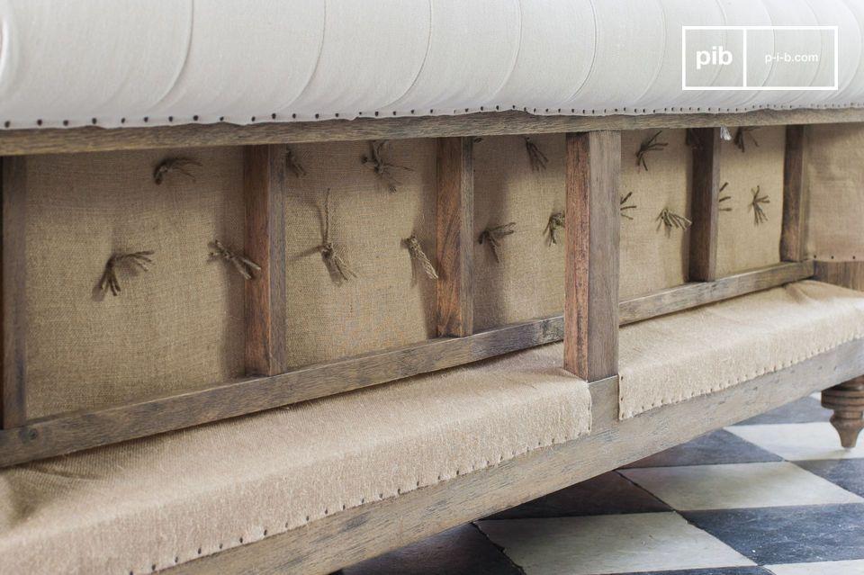 Die Sitzkissen haben einen abnehmbaren Bezug, was die Reinigung erleichtert
