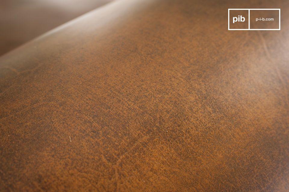 Die Montage von jedem Sessel und seiner gesamten Oberflächen wird von Hand gefertigt