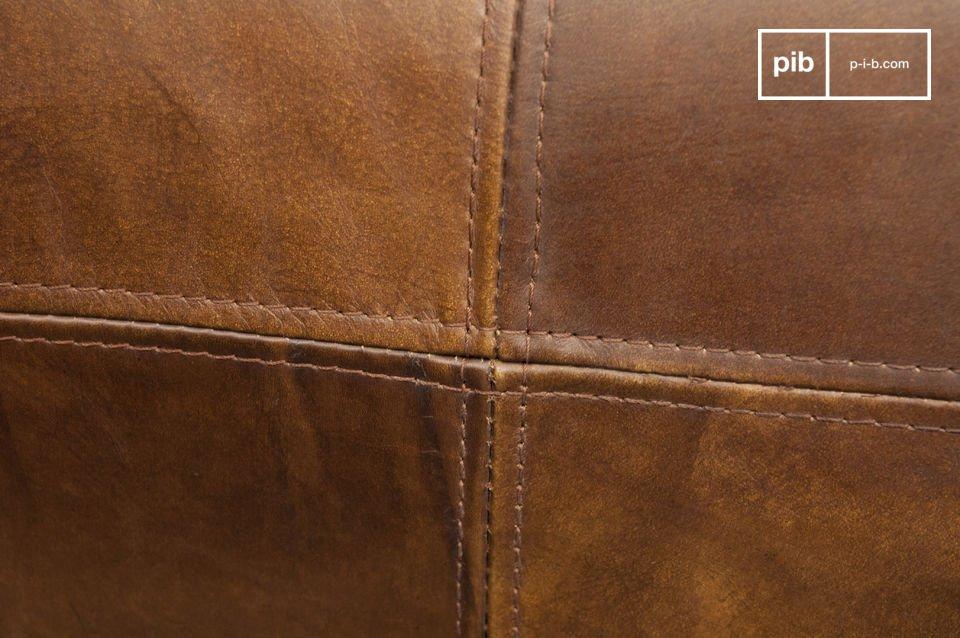 Sie ist aus hochwertigem genarbten und sehr weichem Leder mit perfekt verarbeiteten Nähten