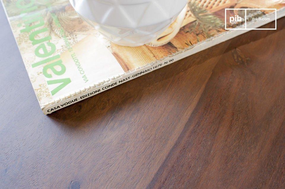 Dutzende Dreiecke aus Holz wurden per Hand angebracht um diesen exeptionellen Retrostil zu erzeugen