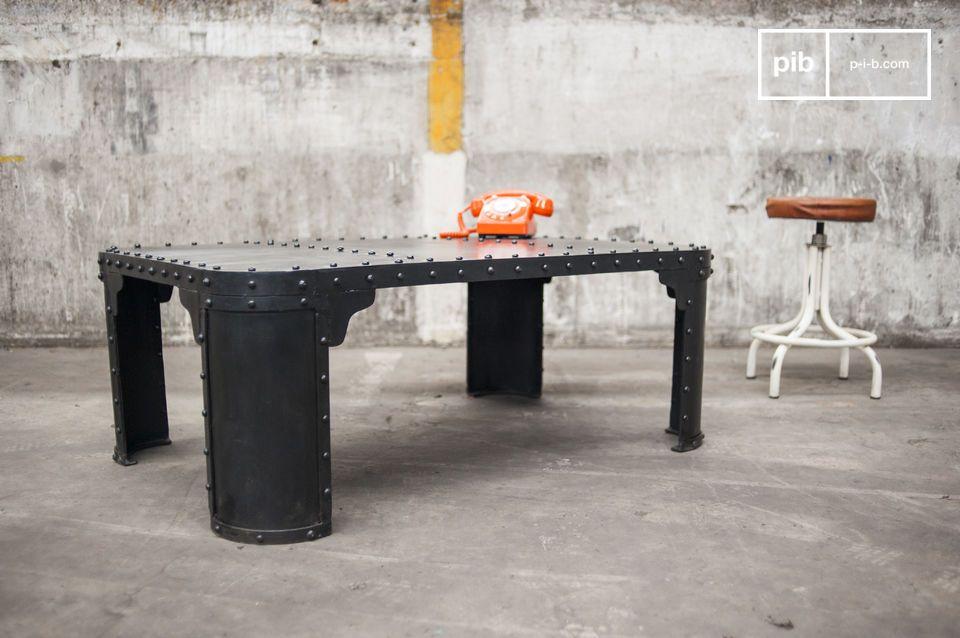 Der industrielle Tisch aus 100% genietetem Stahl