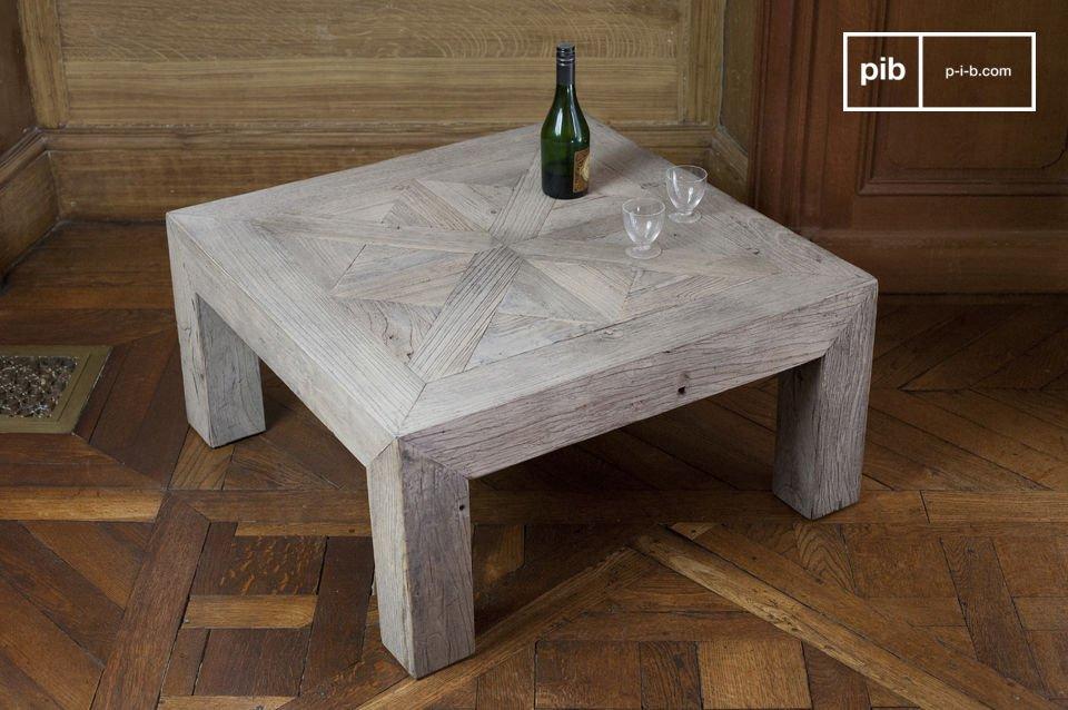 Dieser aus Edelholz hergestellte Couchtisch ist das Ergebnis einer hervorragenden Tischlerarbeit