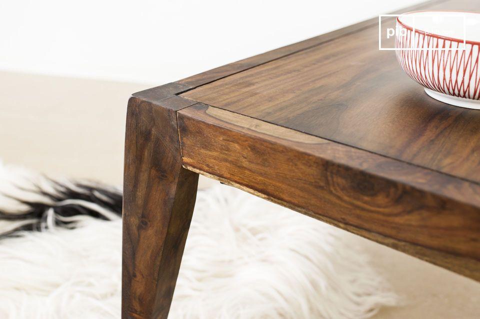 Der Couchtisch Kitell ist ein wunderschönes Möbelstück welches Eleganz in Ihr Wohnzimmer bringt