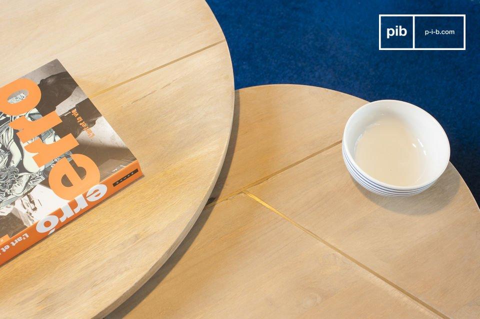 Auf der einen Seite bringen die Linien der beiden Tischplatten einen außergewöhnlichen grafischen