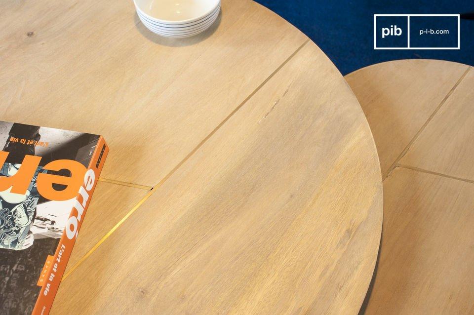 Dazu kommt der praktische Aspekt des Möbelstücks: zwei voneinander unabhängigen Tische